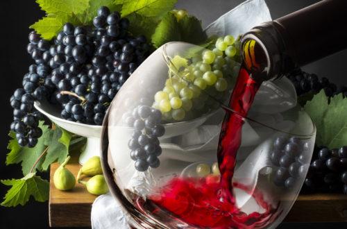 настоящее вино в бокале