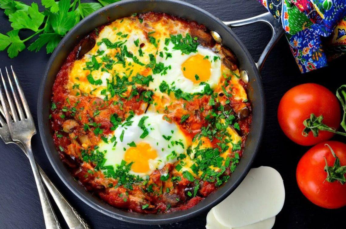 яичница с сыром и помидорами фото