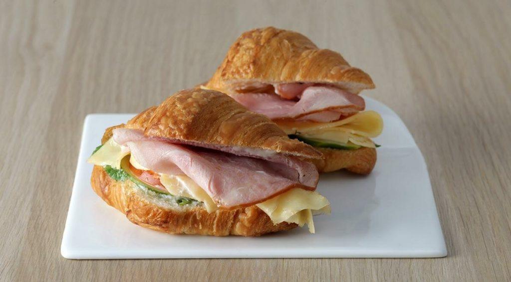 Виды бутербродов - с ветчиной, сыром и зеленью
