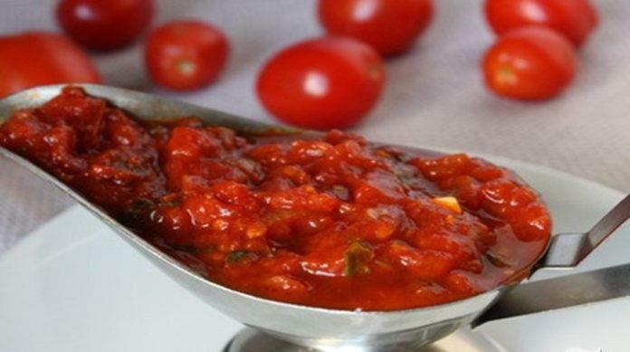 томатный соус с кинзой и чесноком