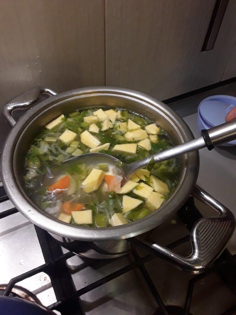 гороховый суп с копчеными ребрами - добавляем репу