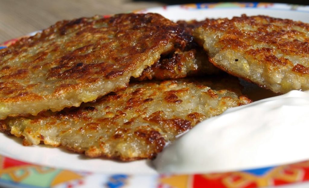 картофельные драники с мясом (отбивными)
