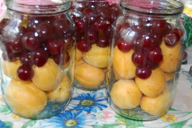 компот из вишни и абрикосов