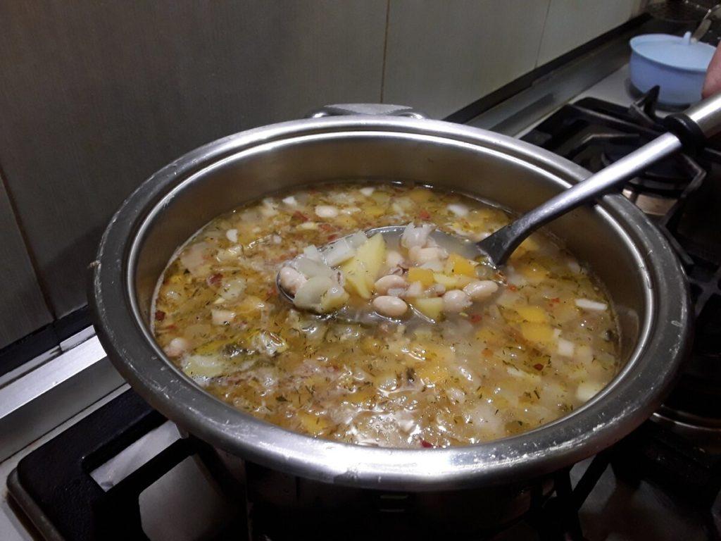 вкусный суп с перловкой и фасолью