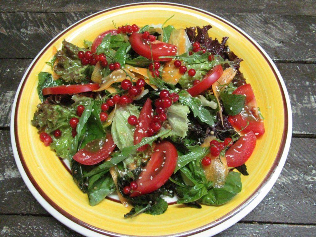 салат из сыра и овощей