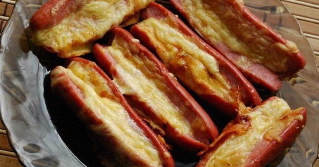сосиски с сыром на сковороде