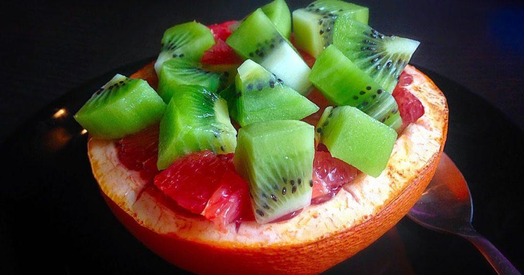 киви в грейпфруте